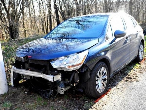 Les trois occupants de la voiture ont ete transportes au 540503 800x600